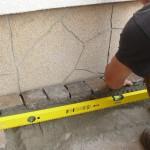 Járdaburkolat építése 5x5x5 cm-es andezit kiskockakőből