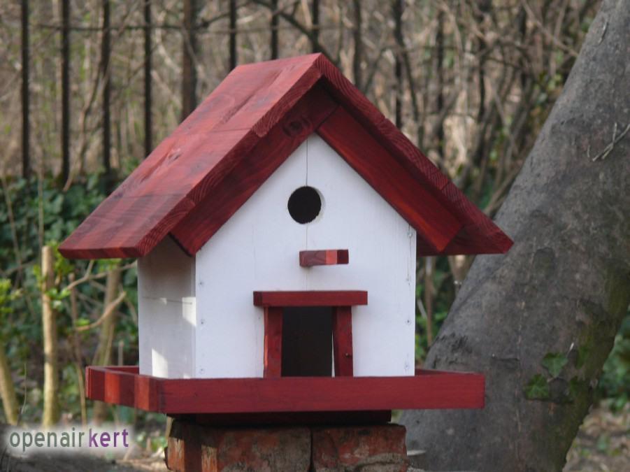 Egyedileg készített talpas madáretető, IBIS Közösségi Kert